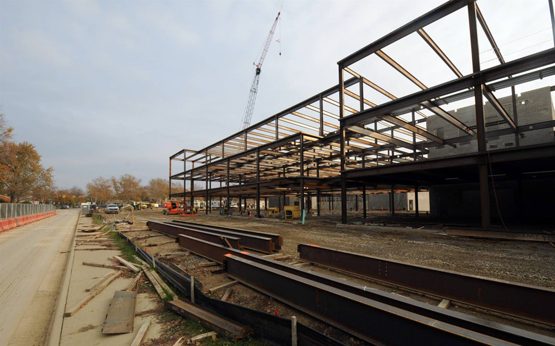 Structural steel work on the new academic area
