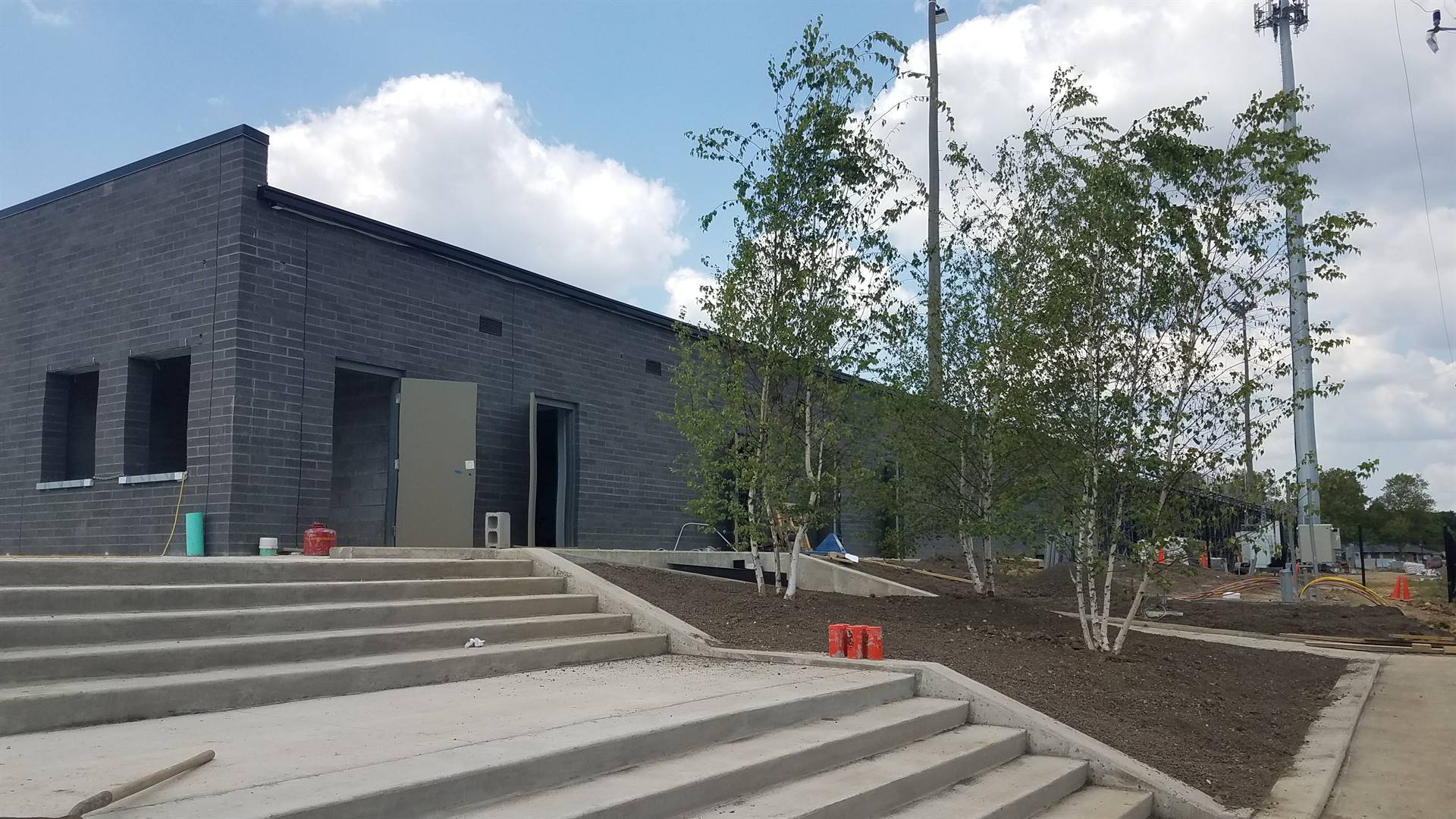New visitor concessions building and entrance off Mount Holyoke, July 2019