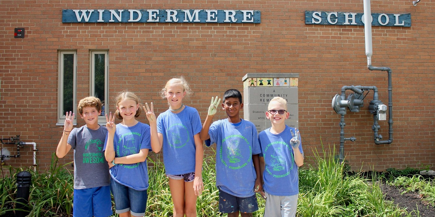 Students outside Windermere Elementary on Windermere Way Day